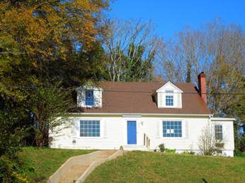 Photograph of 336 Pulaski St, Lawrenceburg, TN 38464