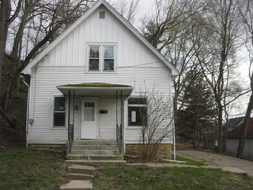 Photograph of 13 Walnut Street, Savanna, IL 61074