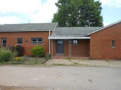 Photograph of 47 School House Rd, Saint Marys, WV 26170