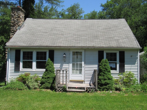 Photograph of 10 3rd Ave, Higganum, CT 06441
