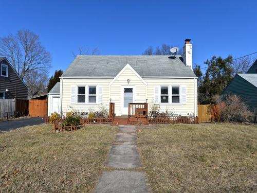 Photograph of 91 W Helen St, Hamden, CT 06514