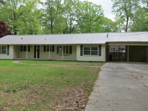Photograph of 2823 17th Avenue, Haleyville, AL 35565