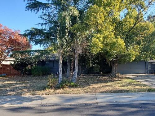Photograph of 2306 Loma Vista Dr, Sacramento, CA 95825