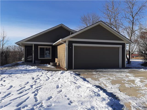 Photograph of 405 3rd Ave NW, Kenmare, ND 58746