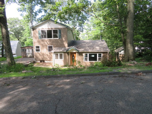 Photograph of 15 Greenwich Rd, Hewitt, NJ 07421