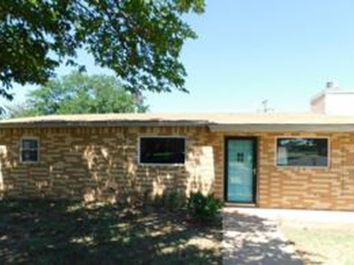 Photograph of 200 SW 17th St, Seminole, TX 79360