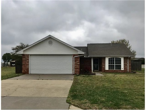 Photograph of 506 Russell Ave, Cordell, OK 73632