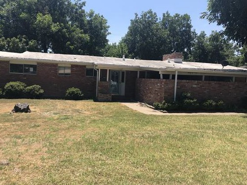 Photograph of 1107 W Bloodworth St, Olney, TX 76374