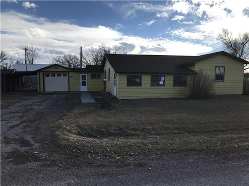 Photograph of 220 W Ash St, New Underwood, SD 57761