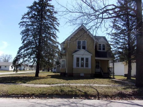Photograph of 220 E Superior St, Clarksville, IA 50619