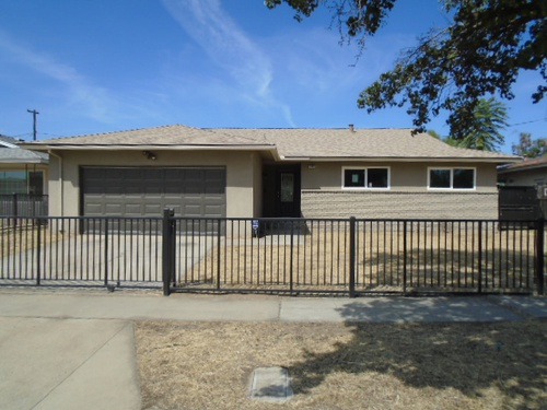 Photograph of 2319 N Garden Ave, Fresno, CA 93703