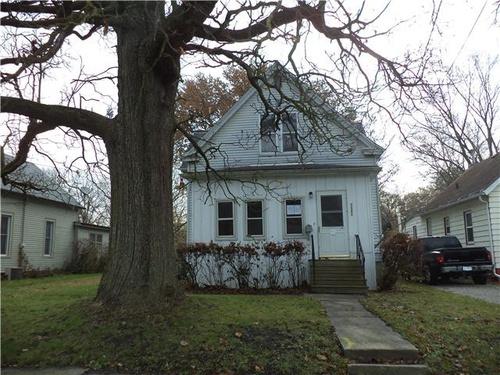 Photograph of 112 1/2 Weldon St, Bloomington, IL 61701