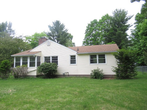 Photograph of 19 Barn Hill Rd, Bloomfield, CT 06002