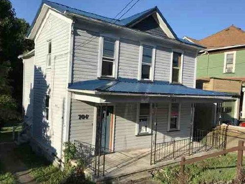 Photograph of 704w Main St, Grafton, WV 26354