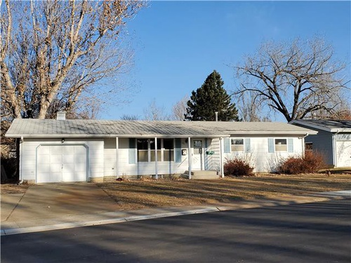 Photograph of 231 Benton St, Dickinson, ND 58601