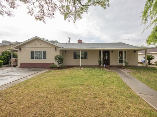 Photograph of 1745 Los Robles Dr, Bakersfield, CA 93306