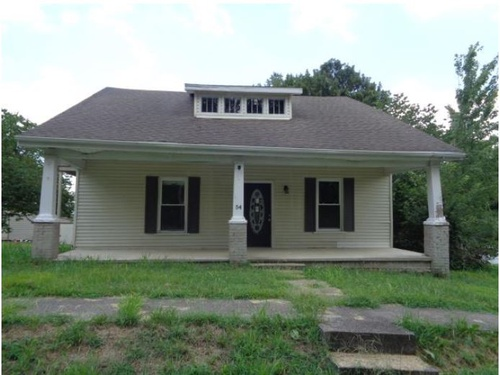 Photograph of 54 W 2nd St, Slaughters, KY 42456