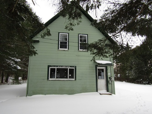 Photograph of 718 W Broadway, Lincoln, ME 04457