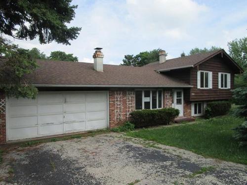Photograph of 301 Hazelwood Dr, Lindenhurst, IL 60046