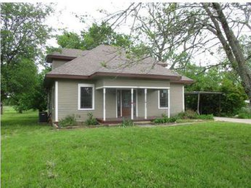 Photograph of 713 Denny St S, Howe, TX 75459
