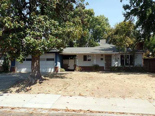 Photograph of 1020 Cedar Place, Oakdale, CA 95361