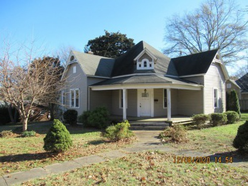 Photograph of 321 3rd St SE, Hickory, NC 28602