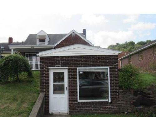 Photograph of 309 Washington St, Newell, WV 26050