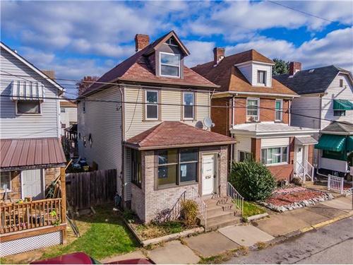 Photograph of 21 Pine St, Natrona Heights, PA 15065