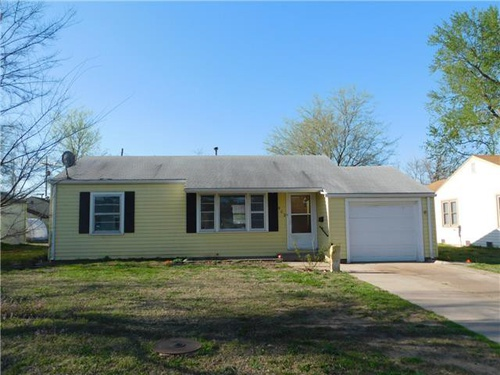 Photograph of 903 W 20th Ave, Hutchinson, KS 67502