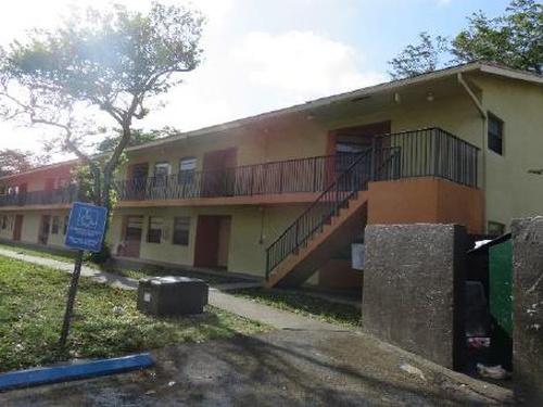 Photograph of 4139 Lakeside Dr Bldg. No, Tamarac, FL 33319