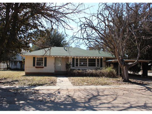 Photograph of 301 SE 3rd Street, Knox City, TX 79529