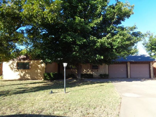 Photograph of 817 Holliday Street, Plainview, TX 79072