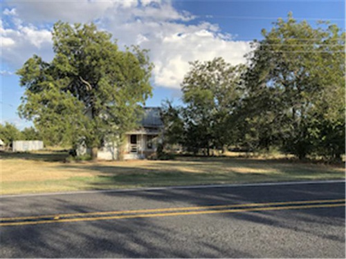 Photograph of 406 S 3rd St, Mullin, TX 76864