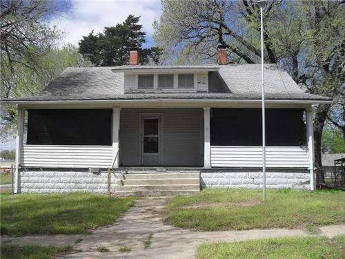 Photograph of 325 S 3rd St, Arkansas City, KS 67005