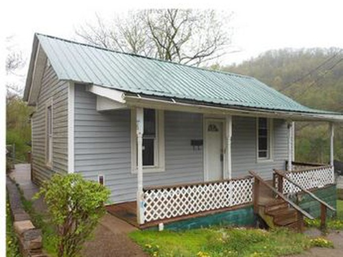 Photograph of 6 Mcgary Ave, Weston, WV 26452