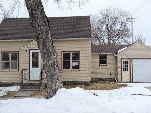 Photograph of 506 S 2nd St, Parkston, SD 57366