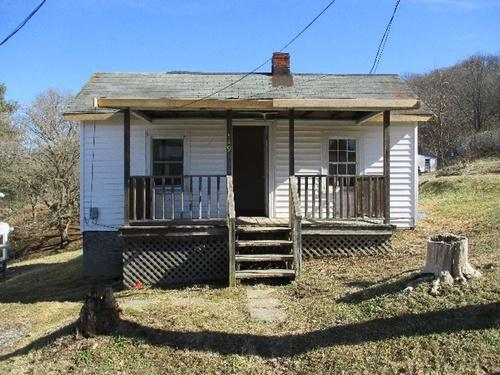 Photograph of 529 Patterson Ave, Pulaski, VA 24301