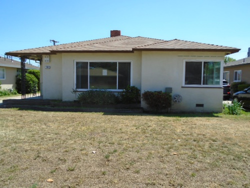 Photograph of 236 E Cortland Ave, Fresno, CA 93704