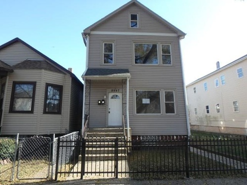 Photograph of 8947 S Escanaba Ave, Chicago, IL 60617