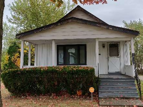 Photograph of 1439 E 221st St, Euclid, OH 44117
