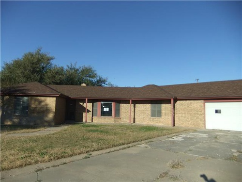 Photograph of 2102 Vallejo St, Perryton, TX 79070