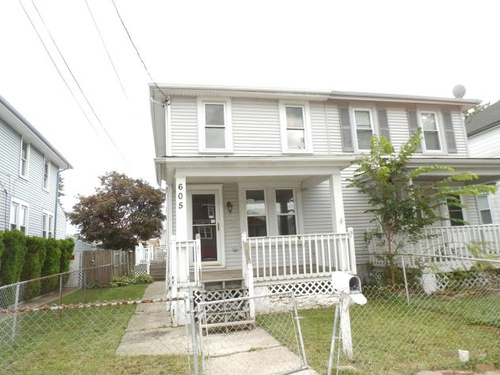 Photograph of 605 Taylor Ave, Marcus Hook, PA 19061