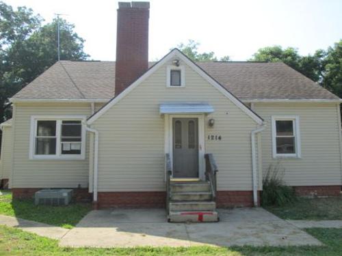 Photograph of 1214 Oak Ave SE, Massillon, OH 44646