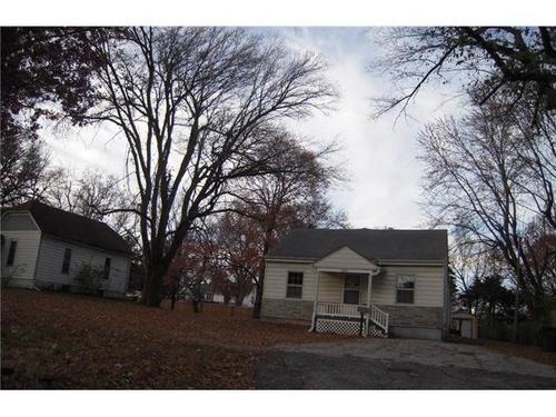 Photograph of 584 W Loula St, Olathe, KS 66061