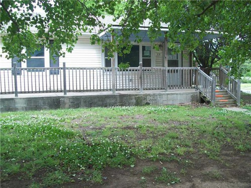 Photograph of 221 N 9th St, Blackwell, OK 74631