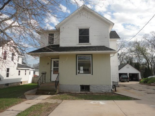 Photograph of 211 Henry St, Beaver Dam, WI 53916