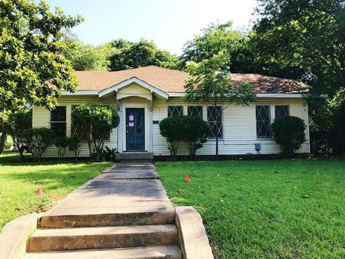 Photograph of 224 College St, Pittsburg, TX 75686
