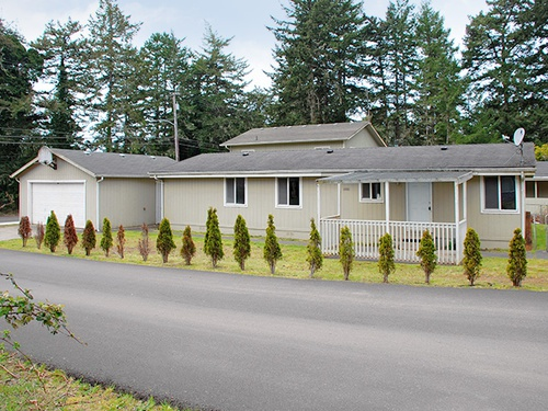 Photograph of 611 Rhododendron Dr, Florence, OR 97439