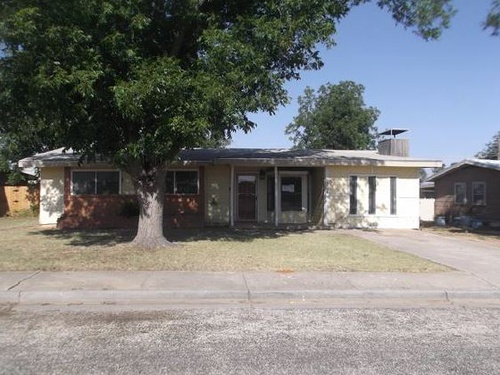Photograph of 304 SW 12th St, Andrews, TX 79714