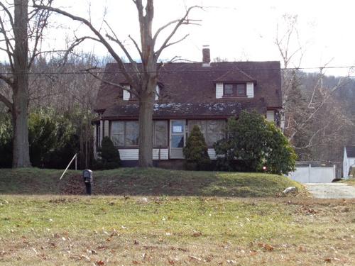 Photograph of 160 White Oak Ave, Plainville, CT 06062